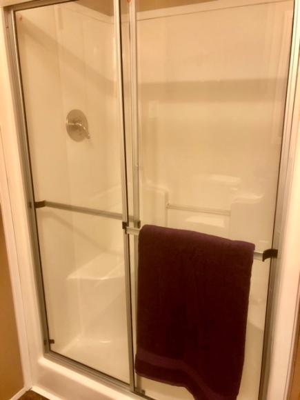 Master Shower w/Seats