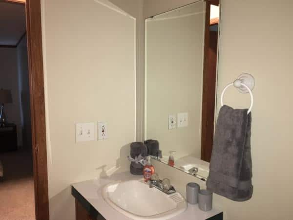 019-Guest-Bathroom